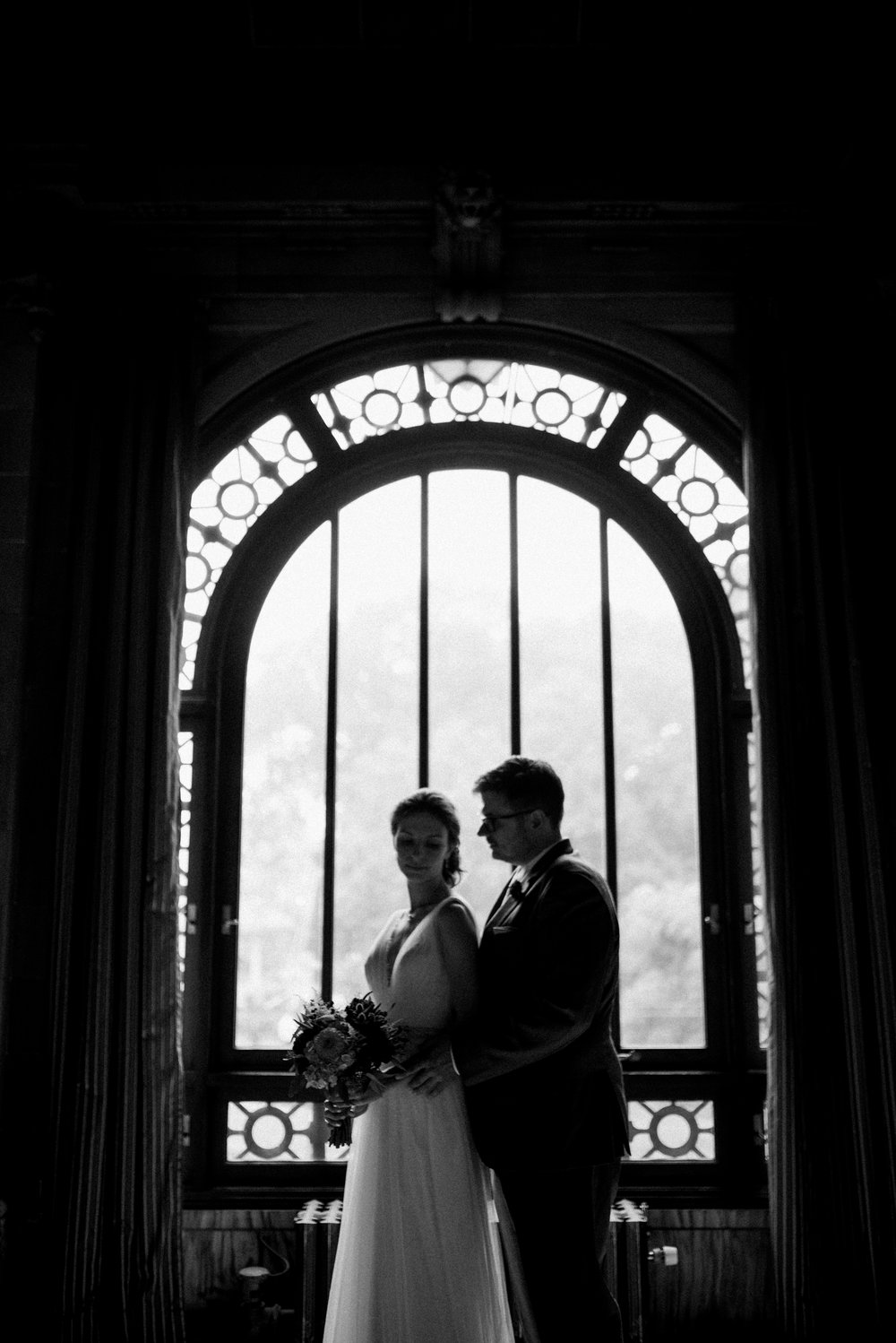 cincinnati-wedding-photographer-chelsea-hall-photography-memorial-hall-16.jpg