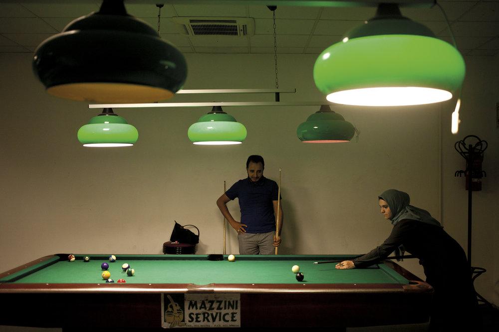 ©Elena Perlino -Maktoub: Islam d'Italia. Valentina e Mounzer al biliardo, 2016