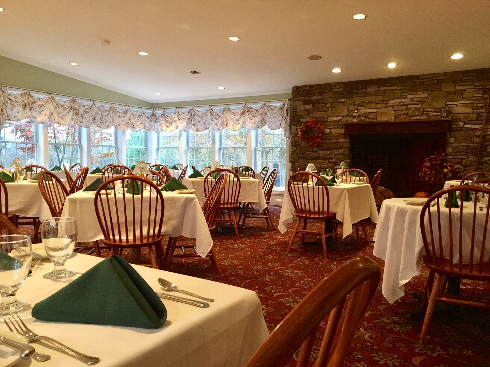 Welcome rising sun inn main dining room with meadow and fireplace viewsg kristyandbryce Gallery