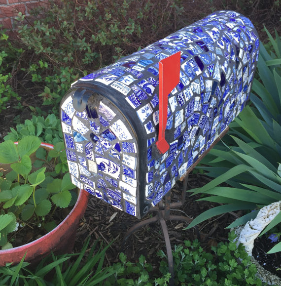 Totally goregous mailbox on Etsy that I desire but can't afford.
