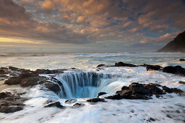 Thor's Well Cape Perpetua, Oregon.jpg