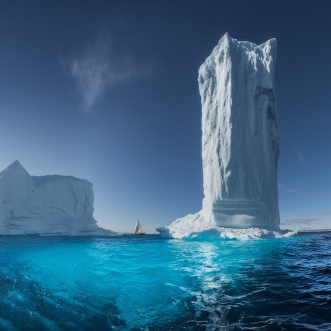 Photographer_Daniel_Kordan_recently_returned_from_a__sailing_expedition_to__Greenland__bringing_back_with_him_dozens_of_gorgeous_images_that_capture_the_beauty_of_the_expanse_between_Saint_Petersburg_and_Greenland._by_mymodernmet.jpg