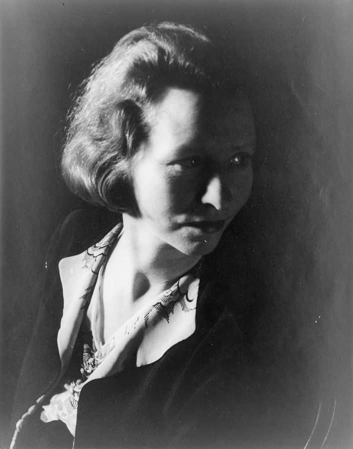Edna St Vincent Millay (Source: Wikipedia)