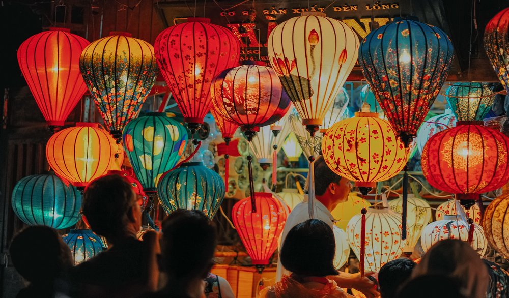 illuminated-lamps-lanterns-1102305.jpg