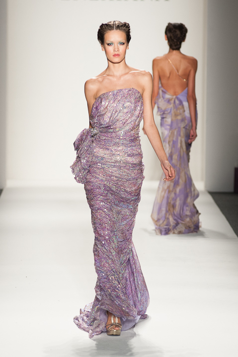 Strapless iridescent lavender print evening gown — Globa Moda