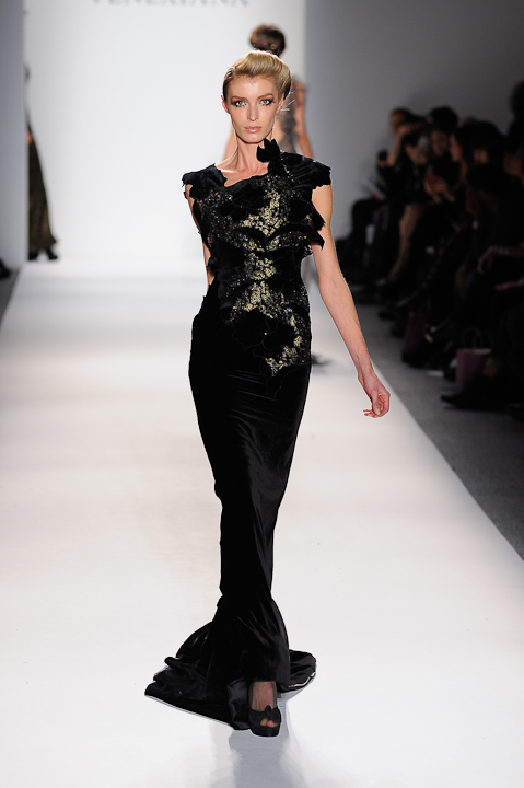 Black velvet evening gown with gold lace underlay — Globa Moda