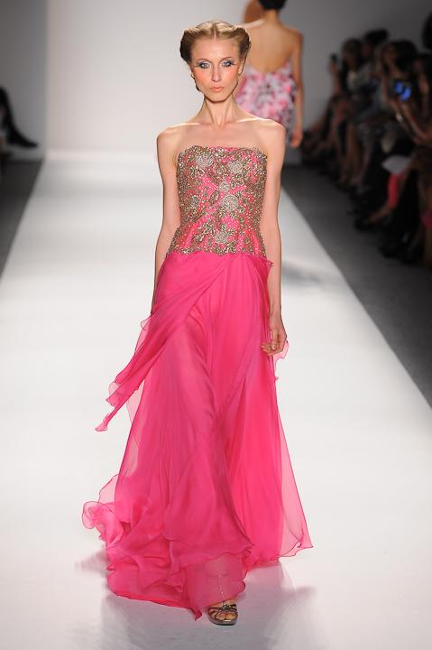 Strapless fuchsia evening gown with beaded bodice — Globa Moda