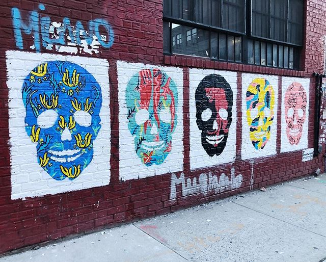 La Esquina has a very special place in my heart and in my mural career. Today with the help of my amazing partner @maneatingtigernyc I gave the skulls a fresh coat of paint and new designs. New year. New 💀 . . . . . . . . . #skull #skullart #skullartwork #mural #streetart #williamsburgstreetart #brooklyn #brooklynart #brooklynartist #murals #brooklynmurals #annadwilliams #williamsburg #williamsburgbrooklyn #laesquina #wythe #wythediner