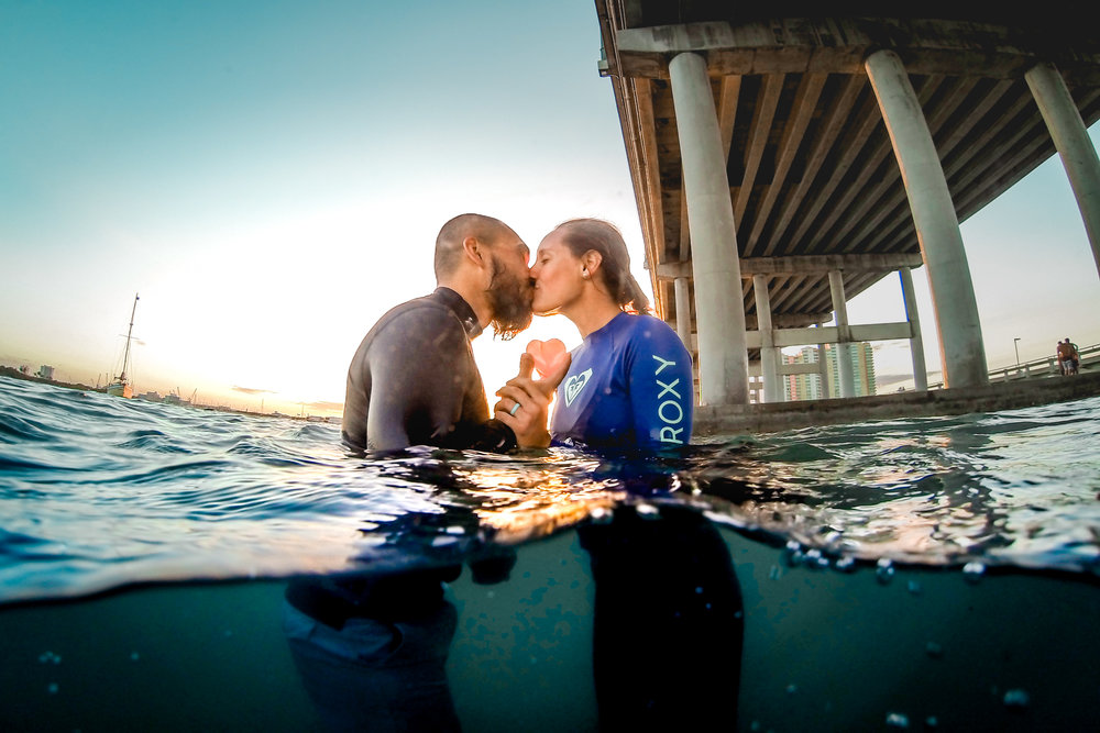 olapi-creative-underwater-engagement-session-blue-heron-bridge-florida14