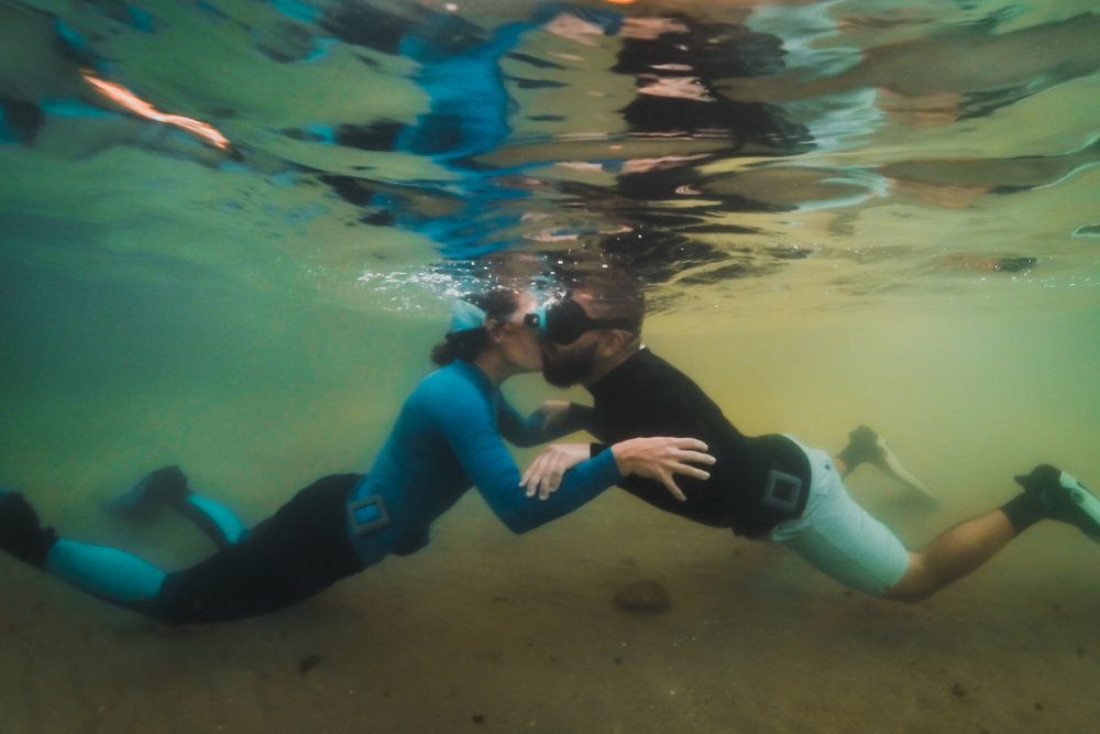 olapi-creative-underwater-engagement-session-blue-heron-bridge-florida16