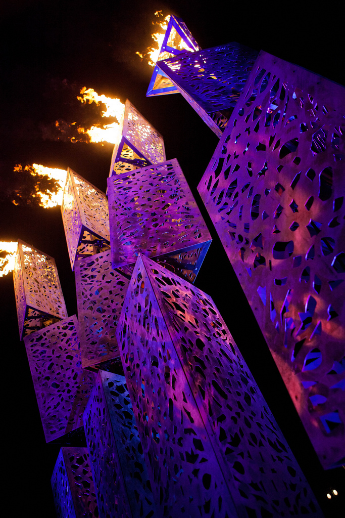 Charles Gadeken art   WAVE   massive kinetic sculpture