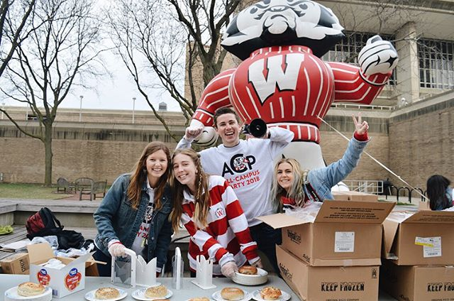 What do WASBs and Bucky have in common? They both love breakfast and look good in stripes 🤩🍎🍩 What an unforgettable morning serving breakfast to students all across campus! Thank you to @cycfitness @freshmadisonmarket @pepsi @kindsnacks @starbucks @amfam and Epic for helping make this wonderful morning possible! Keep the spirit going tomorrow with All-Campus Day Of Service!