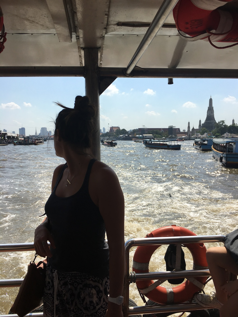 Ferry ride, Wat Arun in back