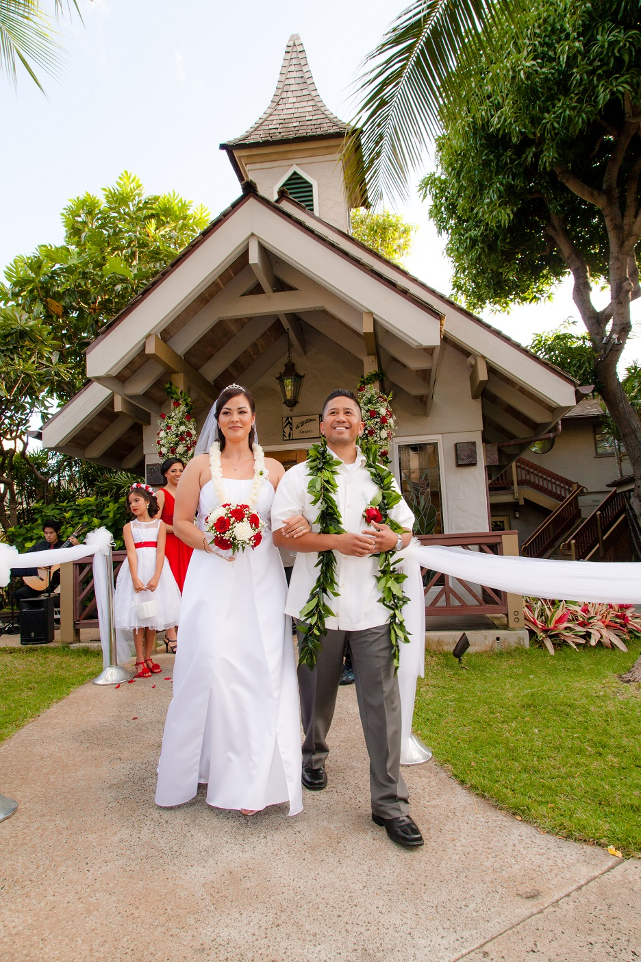 just married walking aisle oahu waikiki wedding photography