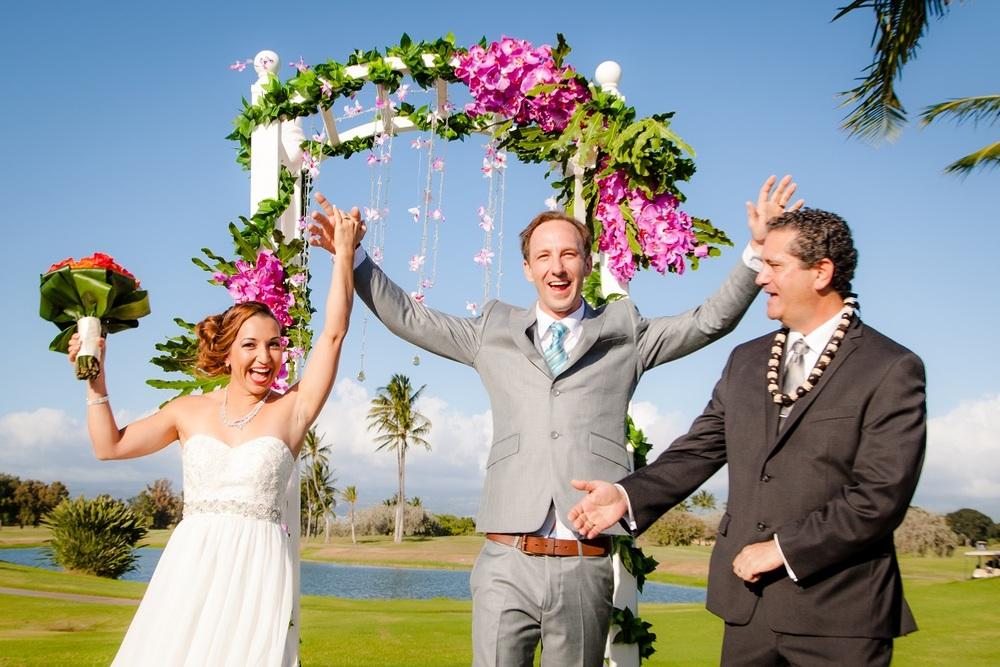 wedding day celebration first kiss just married ko olina oahu hawaii