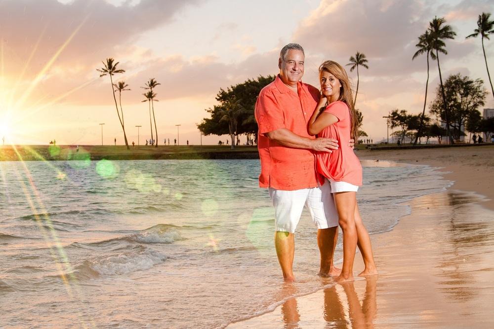 couples photo session beach waikiki