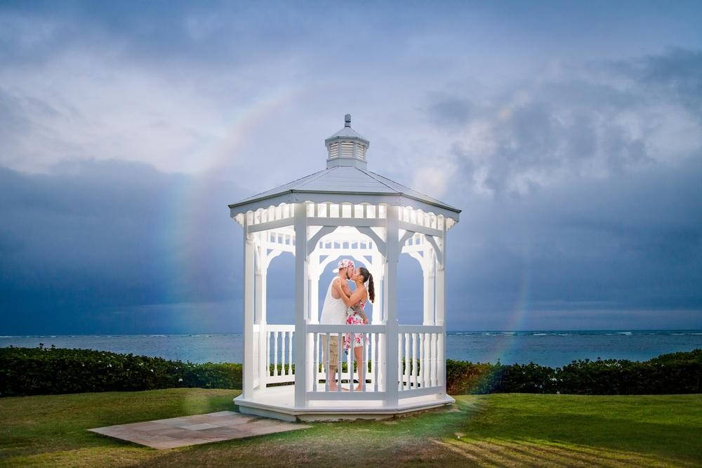 couples sunset portrait kahala hotel resort