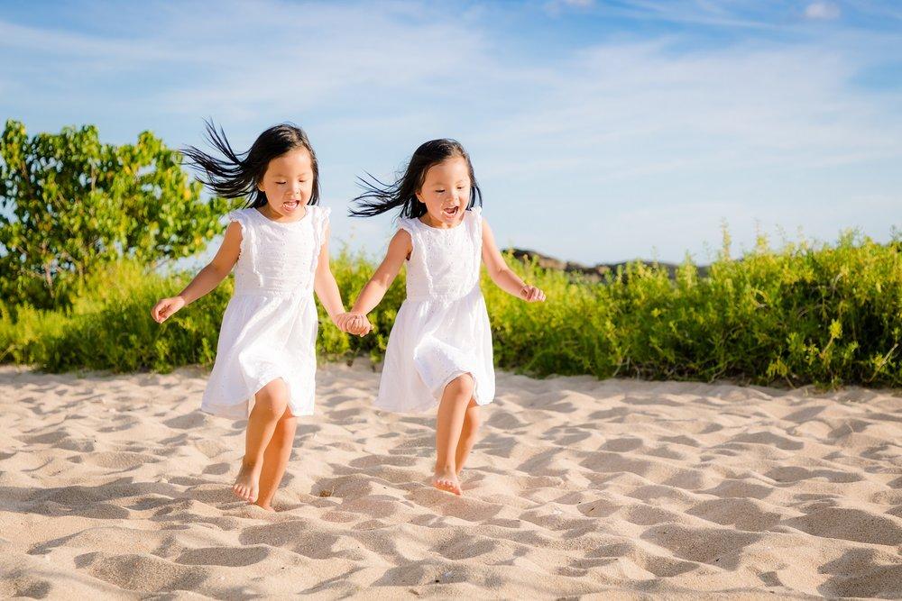 twin kids playing on beach four seasons ko olina oahu