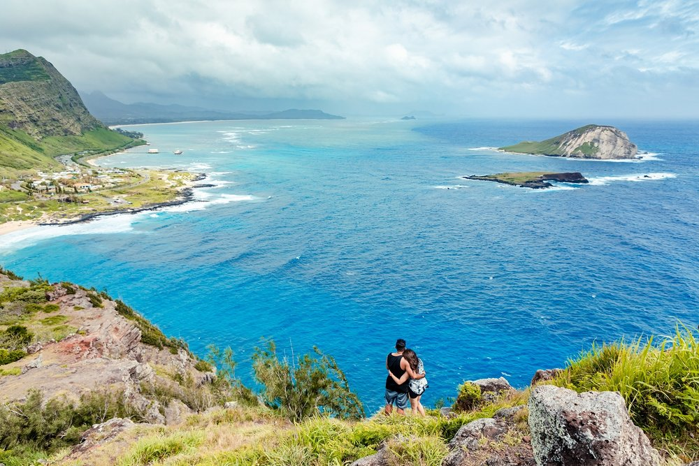 oahu couples engagement mountain top photographer