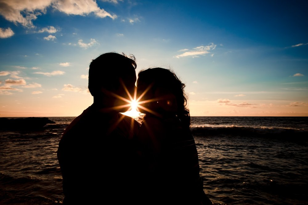 couples sunset beach silhouette portrait hawaii waikiki