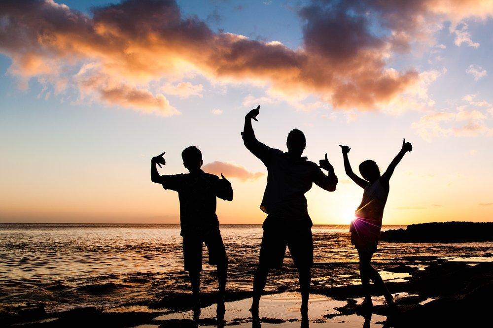 ko olina four seasons  oahu family photos sunset silhouette