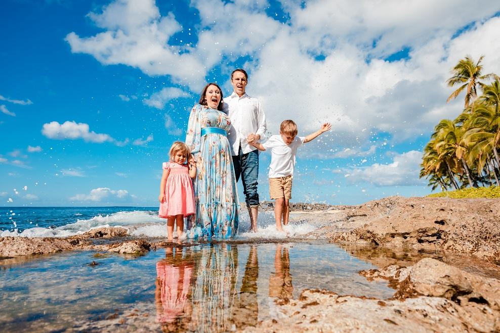 family beach photo shoreline disney aulani oahu