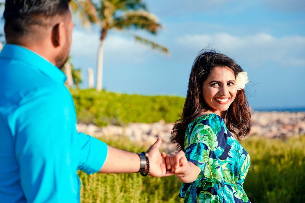 couples portrait palm trees beach oahu ko olina