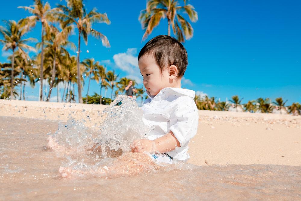 childrens family photographer hilton village waikiki