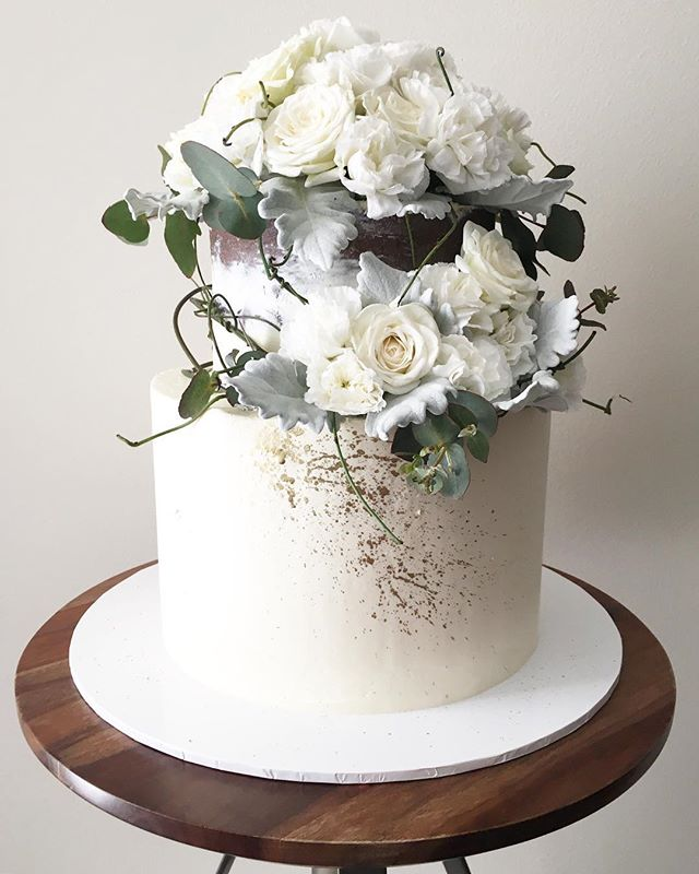 Soft tones with that splash of gold ✨ . . . . . . . #cake #cakes #cakeart #cakesofinsta #cakesofig #cakestagram #cakeoftheday #babyshower #freshflorals #sydneyfoodie #sydneycakes #sydneyeats #lovelocalcamden #flowerwall #cakedecorating #cakeboss #cakevideo #cakelovers #cakedesign #engaged #engagementcake