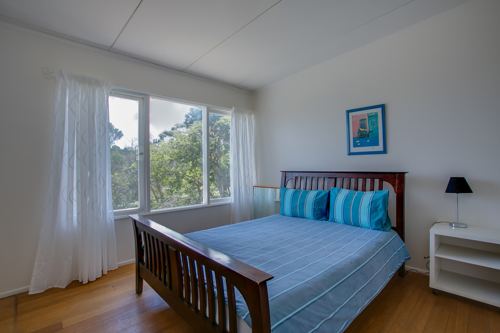 Master queen bedroom with bay views