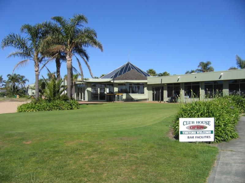 5 minute walk to Safety Beach Country Club club rooms
