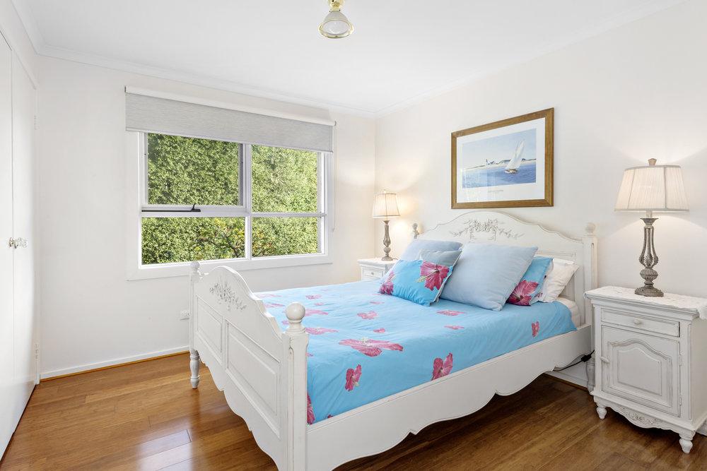 10-Bedroom.jpg