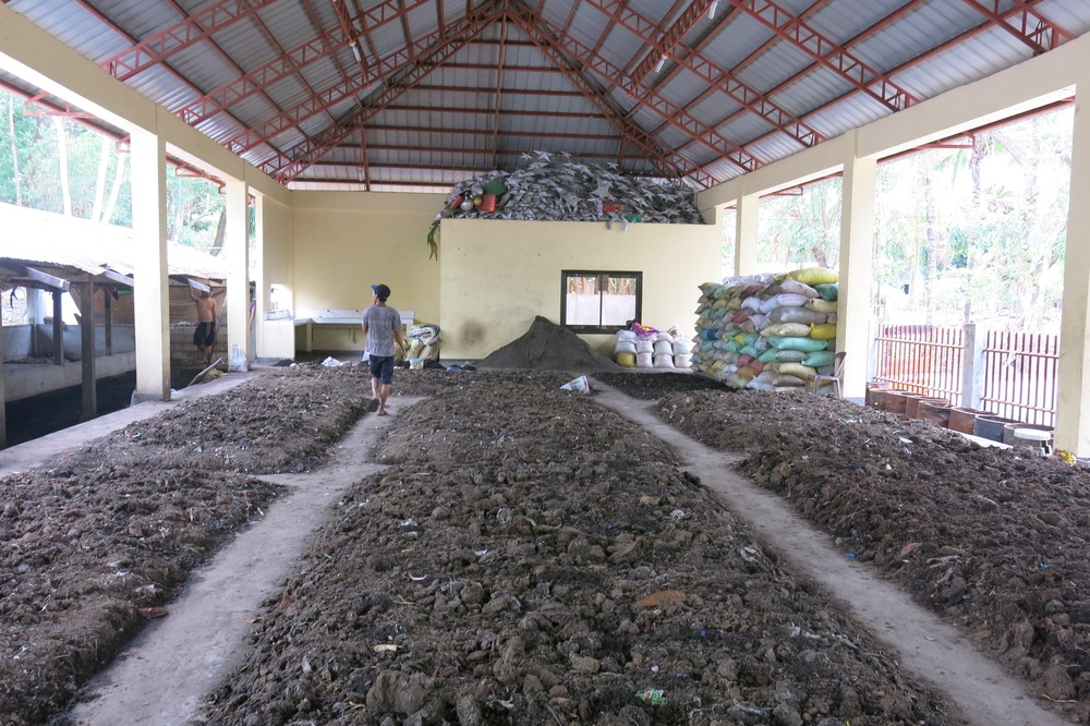 Biodegradable waste from agriculture and the organic market is collected by MENRO and combined with manure from the slaughterhouse to make soil enhancer.
