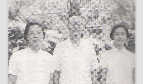 Wáng Xùnzhī, center, from  baidu.com