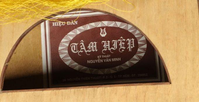 From  Case Antiques , the instrument maker's label in Vietnamese. Used under Fair Use exception of US Copyright law.