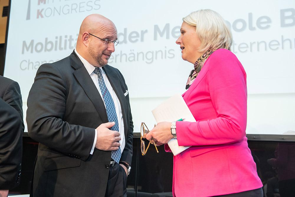 Andreas Schrobback, Geschäftsführer der AS UNTERNEHMENSGRUPPE im Gespräch mit Regine Günther, Senatorin für Umwelt, Verkehr und Klimaschutz