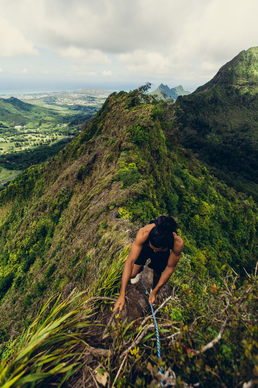 Hiking up ridges with ropes on the Pali Puka trail