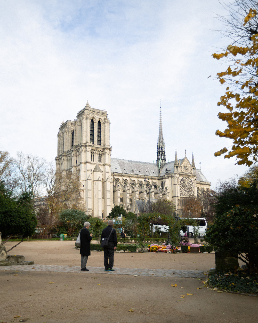 A couple admire the cathedral from Square René Viviani.