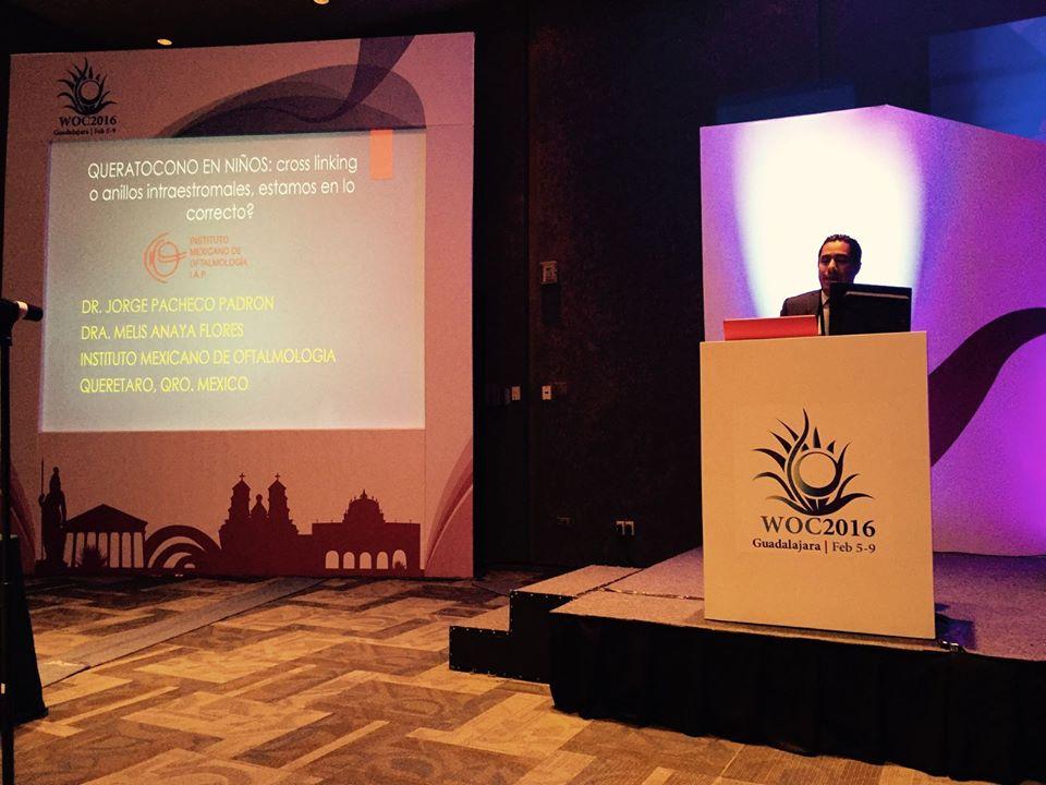 Dr Pacheco en conferencia Guadalajara - oftalmologia laser mexico.jpg