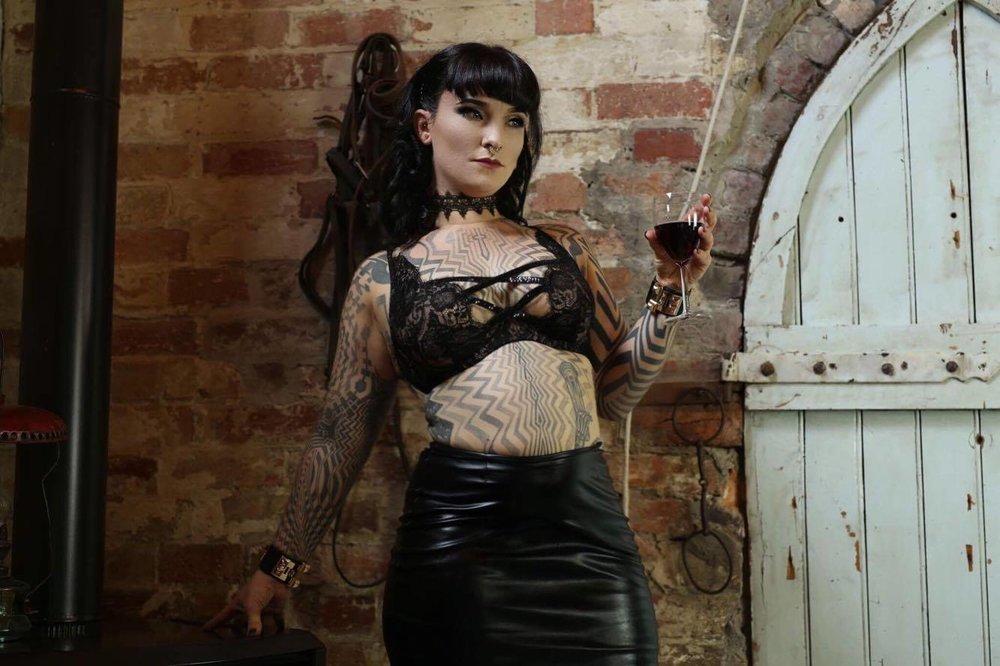 Miss Tallula fetish escort, dominant GFE, tattooed escort, pro domme, kinky escort, mistress, Canberra mistress, sydney mistress, melbourne mistress, kinky girlfriend, kinky GFE