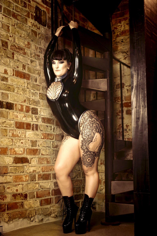 Miss Tallula Darling kinky escort, tattooed escort, femdom, Pro Domme, Mistress, BDSM dominatrix, painted lady