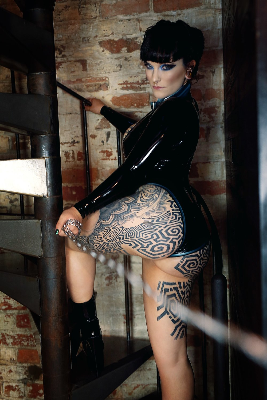 Miss Tallula, Sydney Mistress, Sydney Dominatrix, Sydney Kink, collar, leash, kink, DS