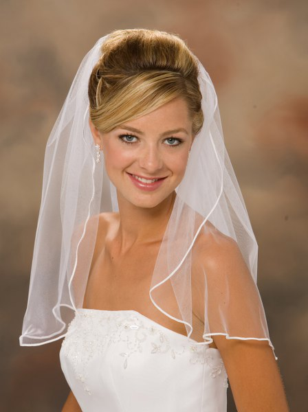 Shoulder length veils are perfect for strapless dresses.