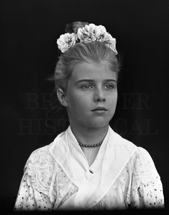 60. 1970.10.T163 Unknown lady c.1900 - photographer Unknown