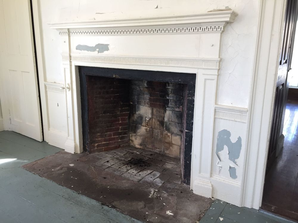 Fireplace west parlor.jpg