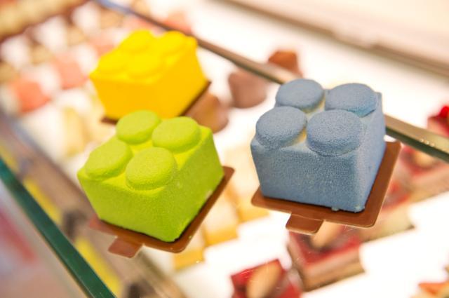lego cake.jpg