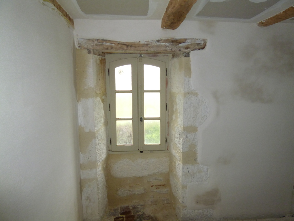 Plastered and pointed. Tournon bedroom.
