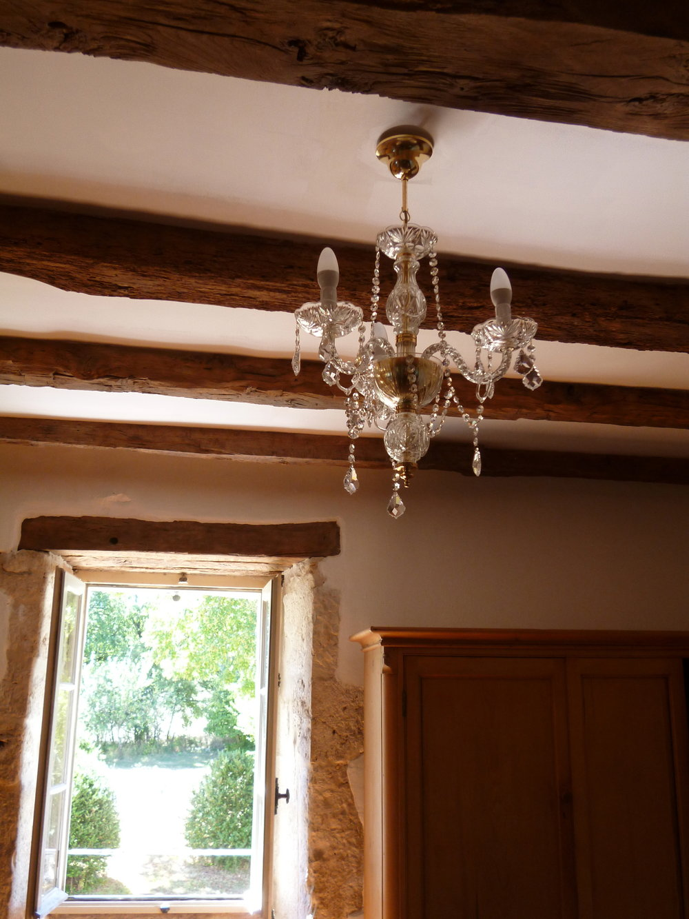 Clean beams and chandeliers!