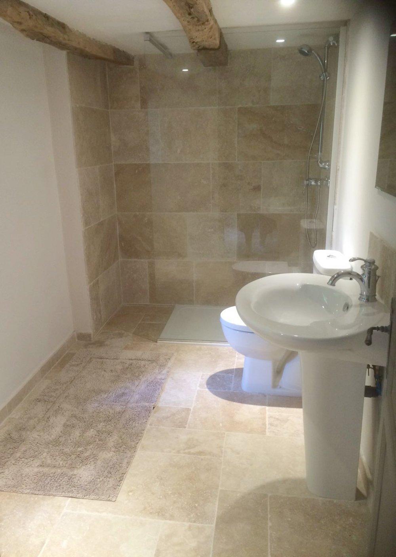 2. Montaigu shower room.