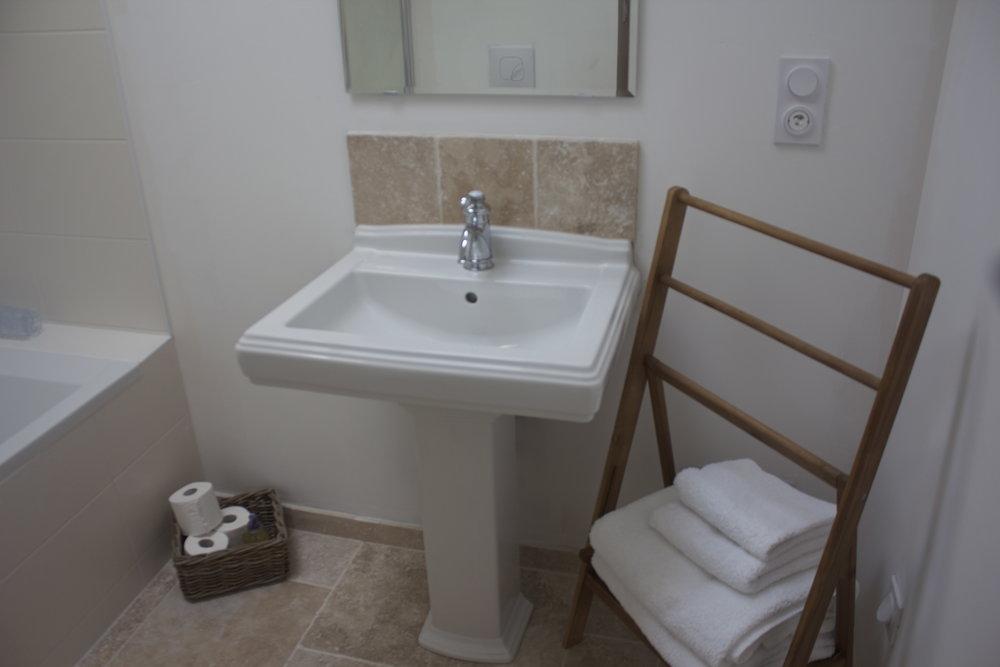 6. Tournon bath/shower room.